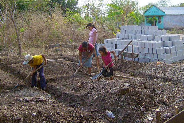 A family participates with the construction of the new home